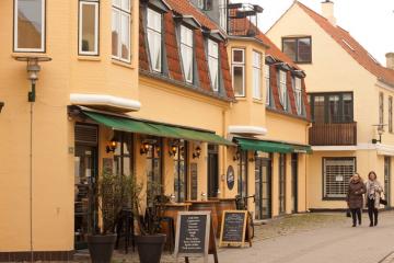 Vejrbestandige og elegante overdækningsløsninger hos Kvalitetsmarkiser.dk